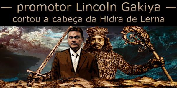 """arte sobre foto do promotor de Justiça Lincoln Gakiya e de Leviatã tendo ao fundo uma batalha entre o bem e o mal e abaixo do texto """"cortou a cabeça da Hidra de Lerna""""."""